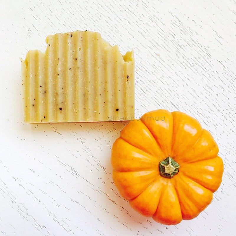 ایران کازمد organic-handmade-pumpkin-soap-irancosmed-3-du-2019-07-05-18-51-5569 صابون لایه بردار گیاهی | صابون کدو حلوایی ارگانیک ایران کازمد